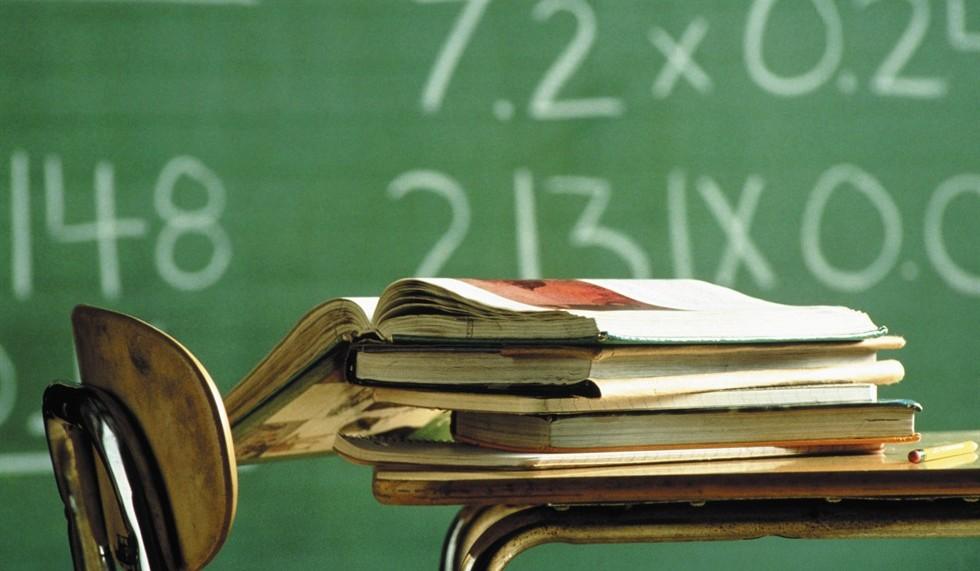Un docente chiama in giudizio un alunno, ed i suoi...