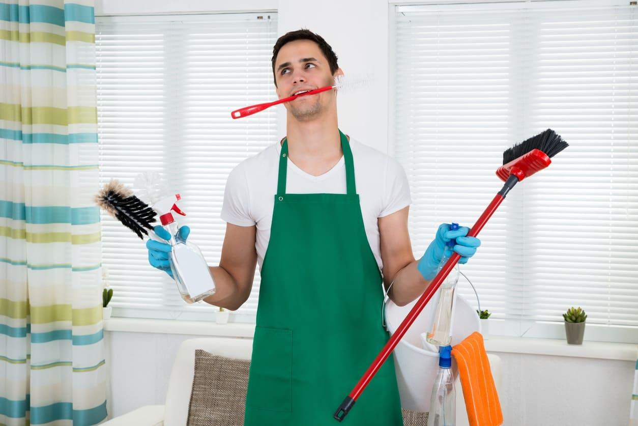 Marito lamenta che la moglie non cucina e non lava...