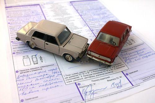 Il conducente di un veicolo, nell'impegnare un...