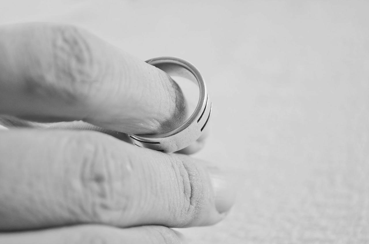 Assegno divorzile: le critiche generiche alla C.T...
