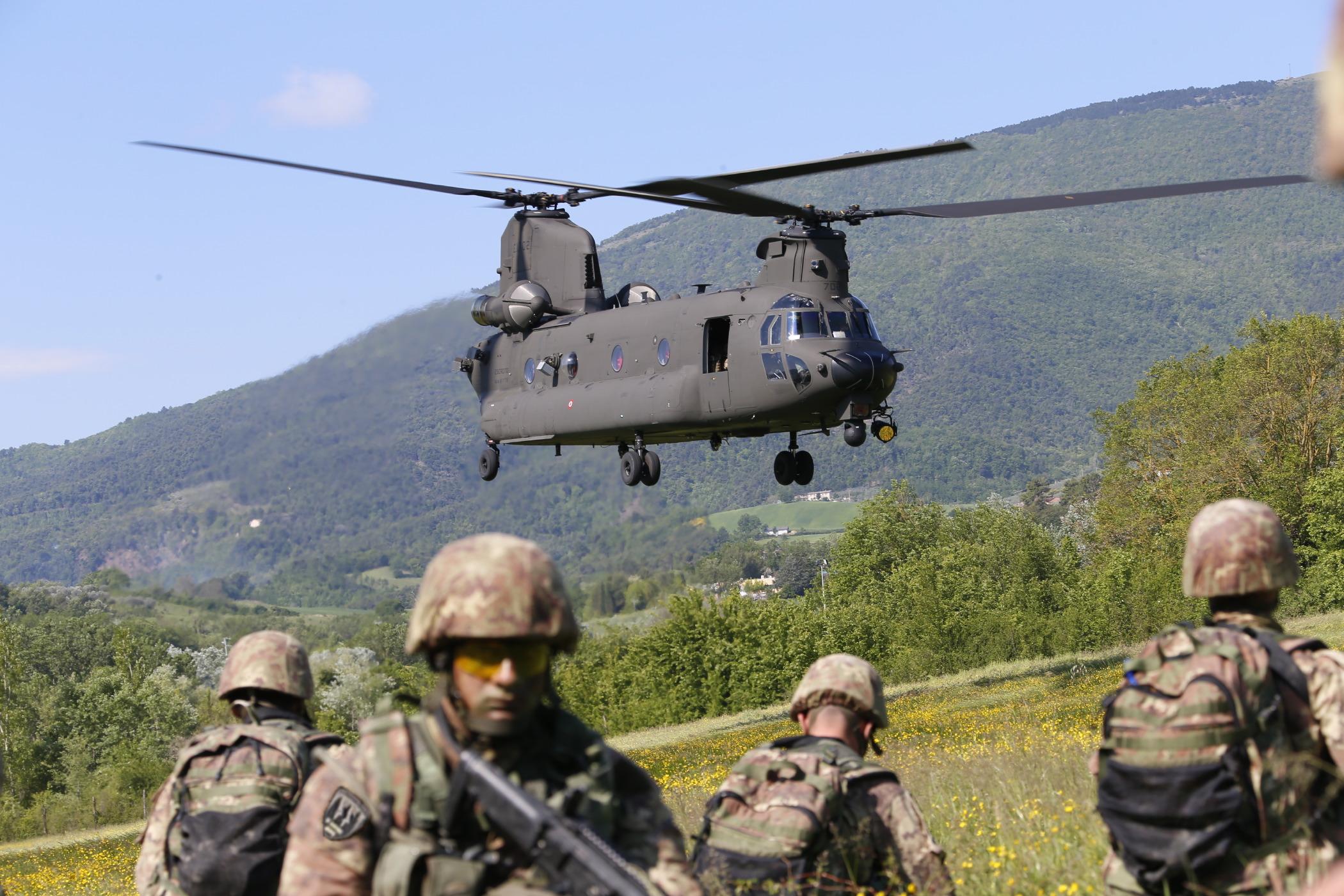 In caso di reati militari commessi da militari ita...