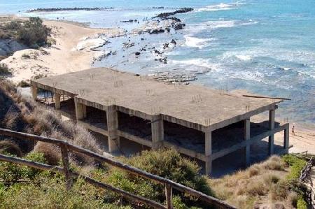 Il permesso di costruire in sanatoria estingue es...