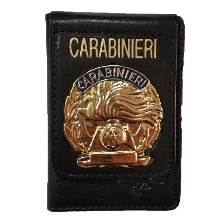 Detenere la placca distintiva dei Carabinieri a ca...