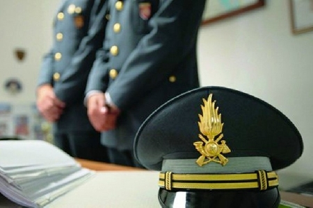 Appartenente alla Guardia di Finanza di Bari chied...