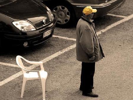 Catania. Il posteggiatore abusivo dice all'automo...