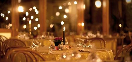 Lancio di piatti a terra in occasione del Capodann...